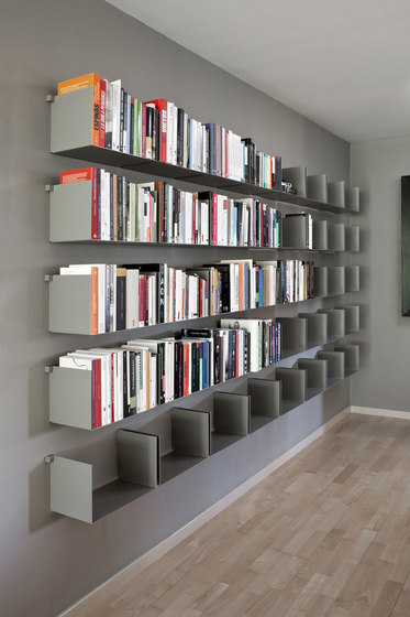 Noa | Shelf by Santa & Cole