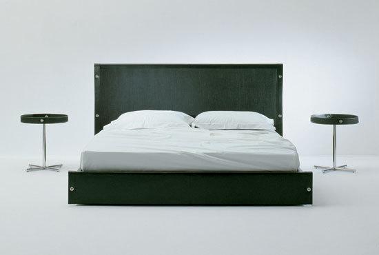 Lario Bed by Bonacina Pierantonio