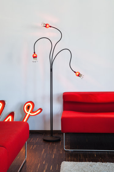 Poppy Wall with 5 Arms by serien.lighting