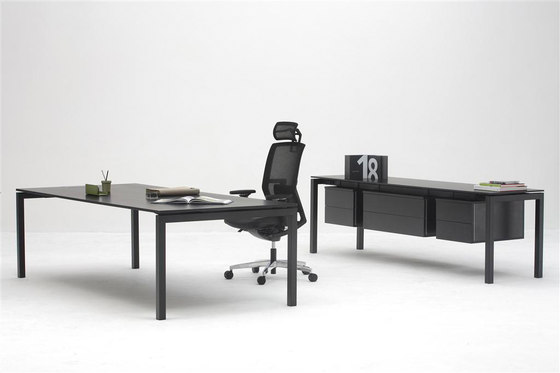 Silva 120° Desk by Nurus