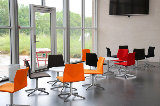 Four Cast Lounge by Four Design