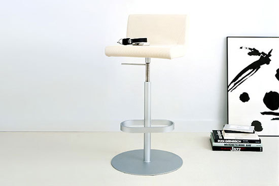BOOMERANG counter chair by IXC.