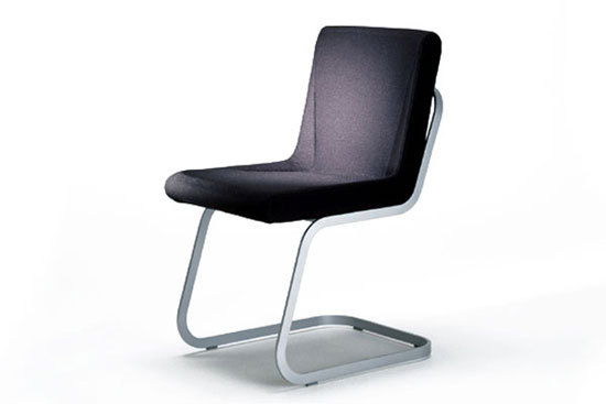 BOOMERANG cantilever chair by IXC.