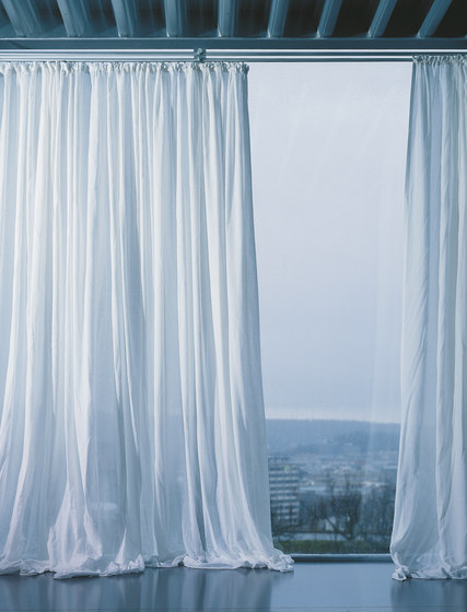 Profil 18 curtain system by Rosso
