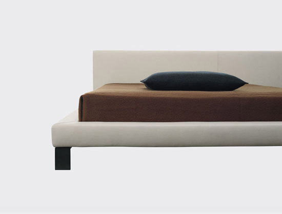 Segno Bed by Cappellini