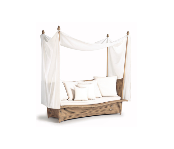 Daydream Four-post bed XXL by DEDON