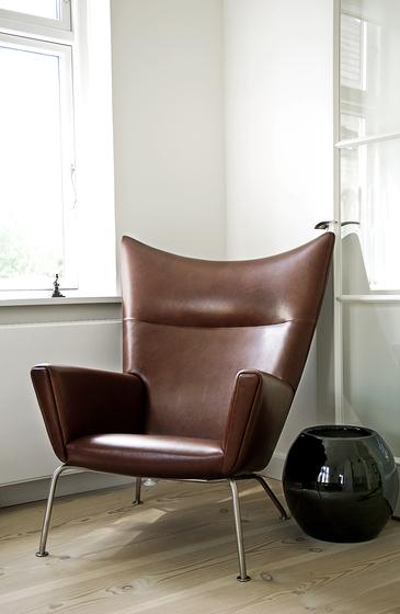 CH445 Wing Chair by Carl Hansen & Søn