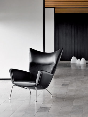 CH445 Wing Chair by Carl Hansen & Søn