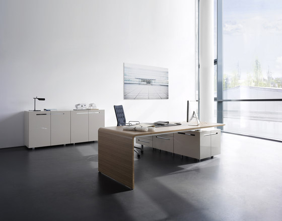 Lane office table by RENZ