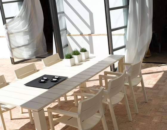 Kos Laquered Round table by Tribù