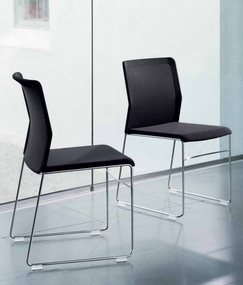 outline chair de Wiesner-Hager