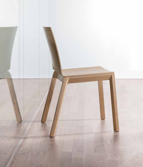 arta stacking chair by Wiesner-Hager