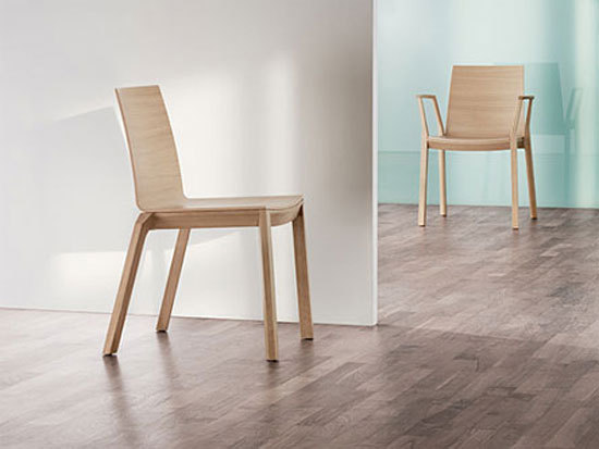 arta stacking chair with arms di Wiesner-Hager
