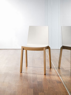 arta stacking chair with arms de Wiesner-Hager