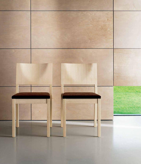 S13 chair with armrests de Wiesner-Hager