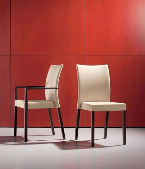 S15 chair with armrests by Wiesner-Hager