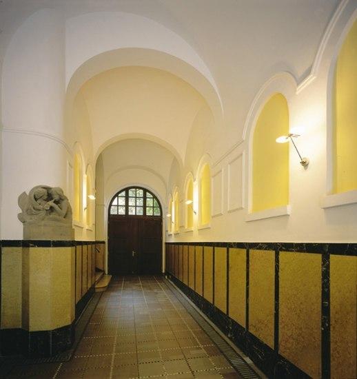 Puro parete singolo by Occhio
