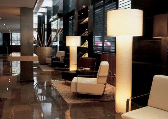 Gigantic 8160 floor lamp de Vibia