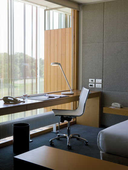 Giro 2410 Table lamp by Vibia