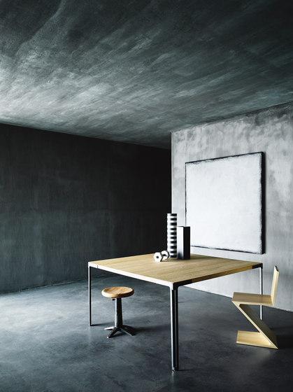 Fan table by Desalto