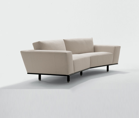 Regal by Giorgetti