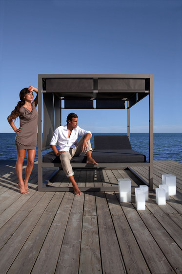 Daybed Reclining Fixed Slat by GANDIABLASCO