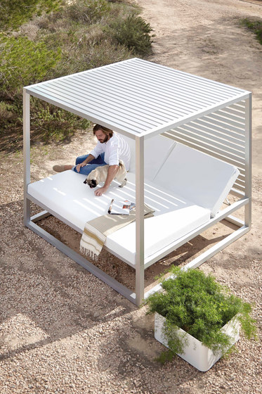 Daybed | Daybed Raised Reclining with Fixed Slat by GANDIABLASCO