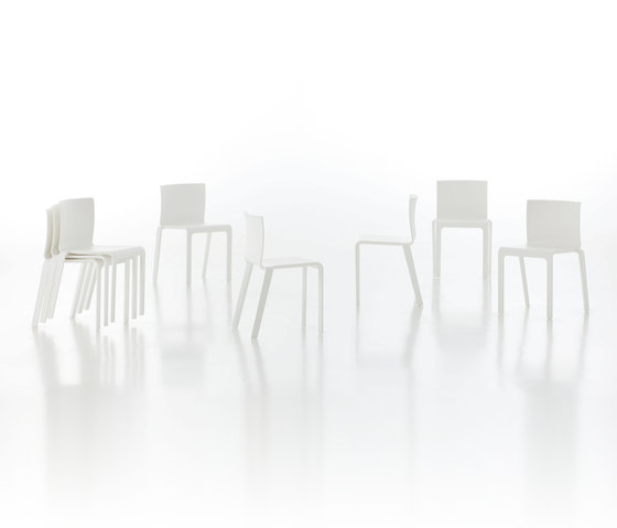 Basic Chair by GANDIABLASCO
