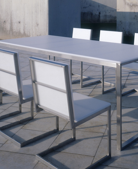 Luna table* by GANDIABLASCO