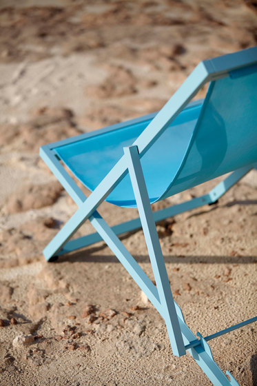 Picnic Deckchair by GANDIABLASCO