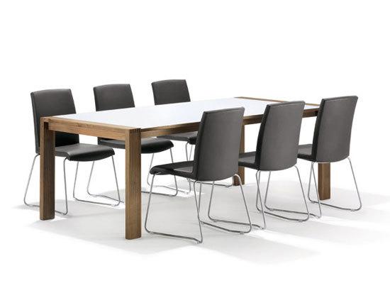 SPIRIT Table by Girsberger