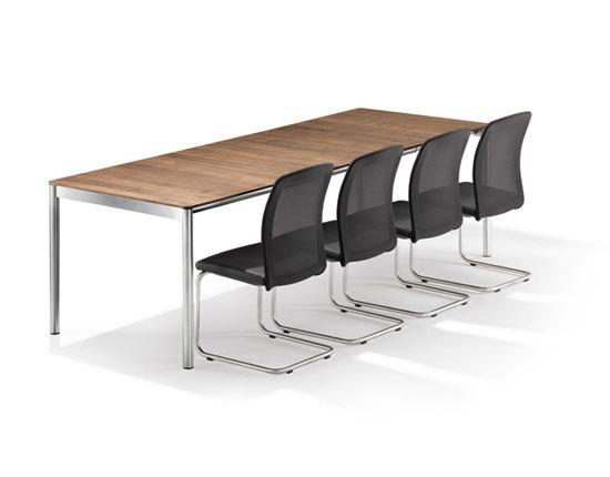 TWIST Cantilever chair di Girsberger