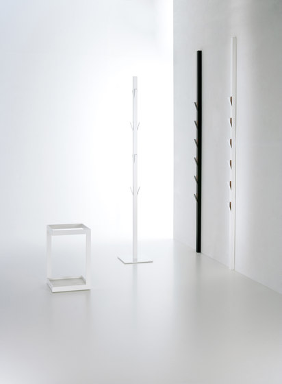 Window clothes stand de viccarbe