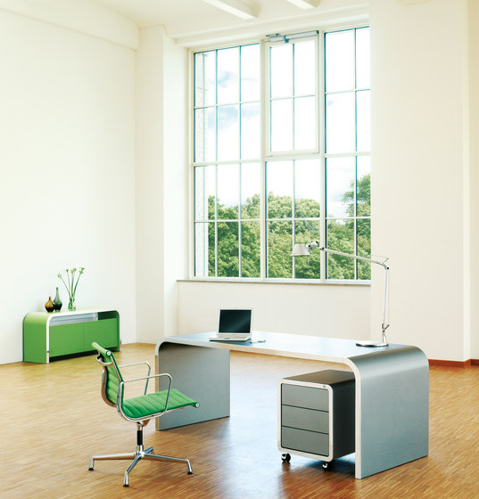 Highline M10 Desk di Müller Möbelfabrikation