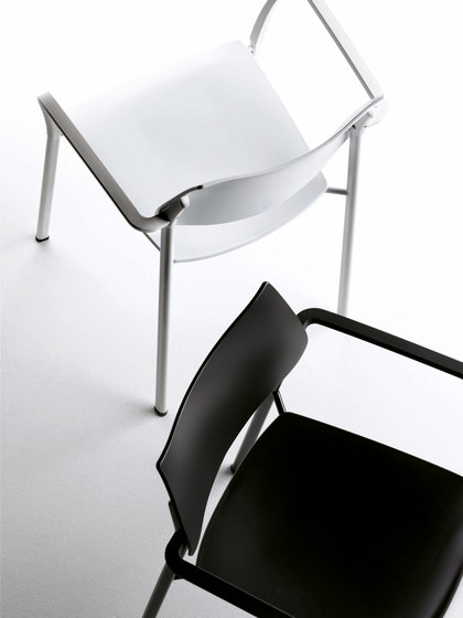 Branka | seat uphosltered by AKABA