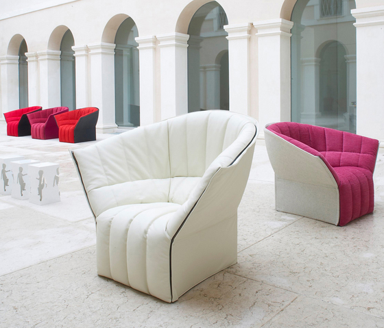 Moël small settee by Ligne Roset