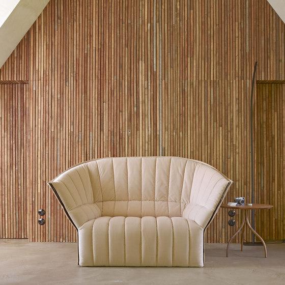 Moel | Sofa 2 Plazas Respaldo Bajo Contorno Exterior En Divina de Ligne Roset
