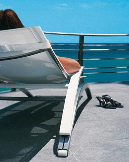 O-Zon OZN 195 lounger by Royal Botania