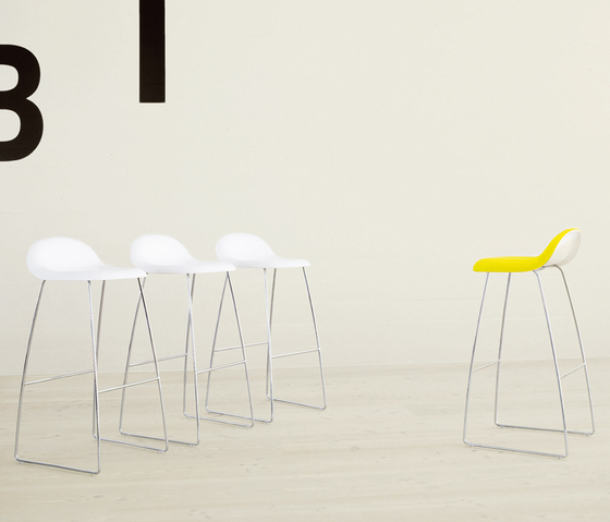 Gubi Stool – Sledge Base by GUBI