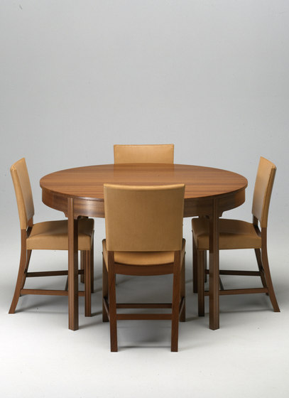 Dining table 4216 by Carl Hansen & Søn