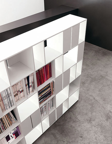 915 Bookcase by Kristalia