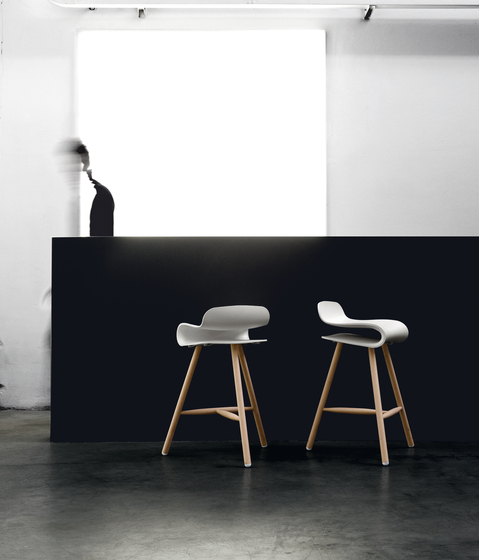 BCN Adjustable stool by Kristalia