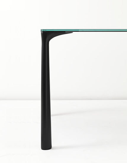 Lilium Table by Kristalia