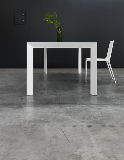"Nori ""Pure white"" Table by Kristalia"