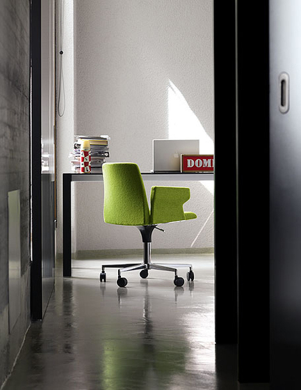 Plate Office-chair by Kristalia