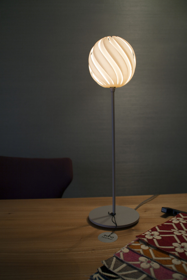Spin Table lamp di Freedom Of Creation