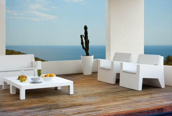 Jut table 280 by Vondom