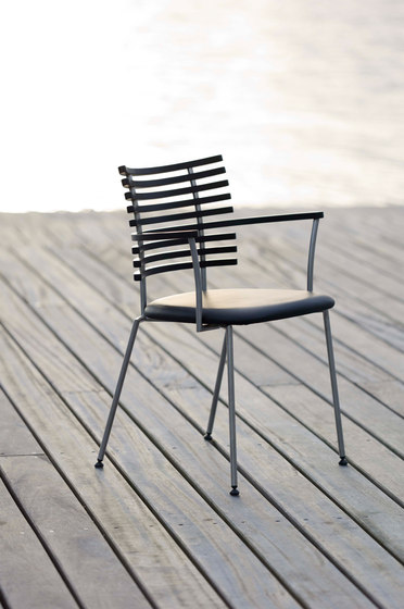 GM 4105 Chair by Naver Collection