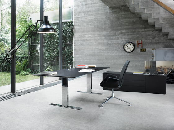 Exec-V table by Walter Knoll