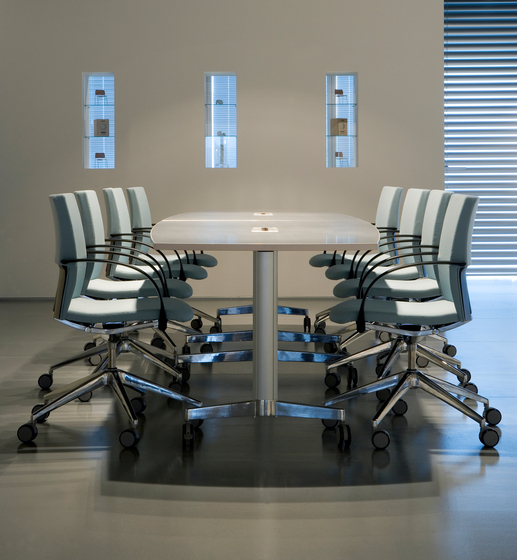 Moveo meeting table by HOWE